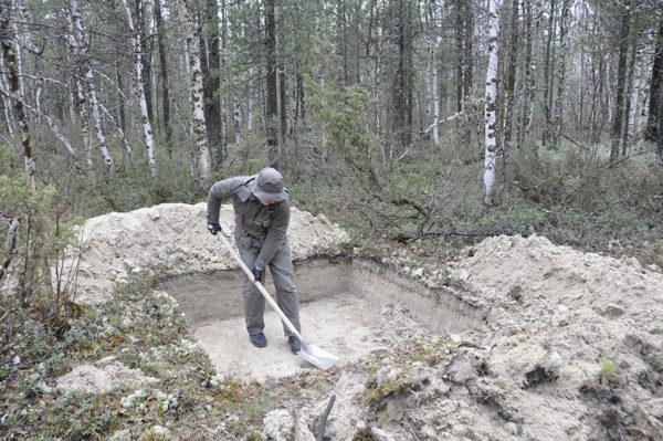Археологические разведки в Ростовской области, исследование шурфа, ЯНАО, 2013